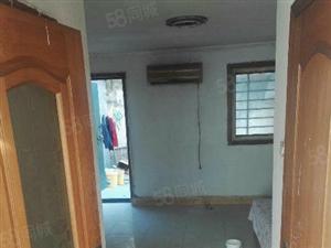 李村公园对面套一厅南向900双人床集体供暖