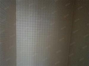 东城海通骏景5楼141平带车库24平中装99万,证满五年。