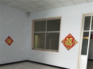 纸箱厂家属院3室2厅1卫全款39万交通便利。