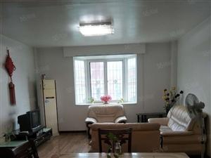 万达沃尔玛对面天安经典楼梯五楼120平3室2厅2卫精装房出租
