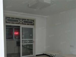 六里一区三室两厅全新装修随时看房