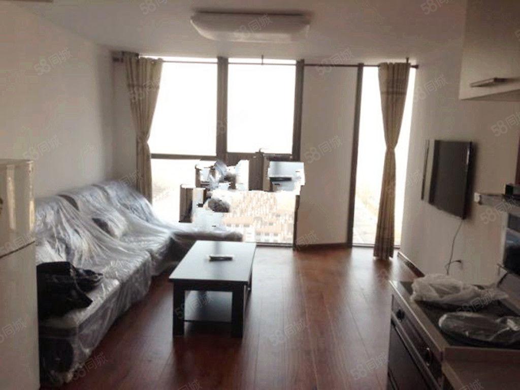 亿隆国际公寓五室两厅两卫包取暖物业电梯费