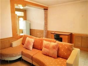 太阳广场附近六楼大两室家电齐全年租面议可分两次付.款