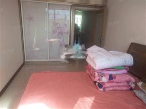 鸿嘉花园3楼。70平两室没厅床衣柜热水器