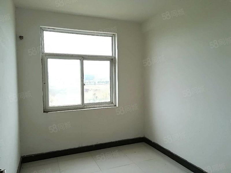 现房简装,阳光3楼,,南北通透,拎包入住