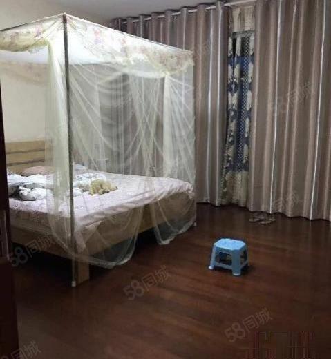 铭德上居5000元4室2厅3卫普通装修,家电家具齐全随