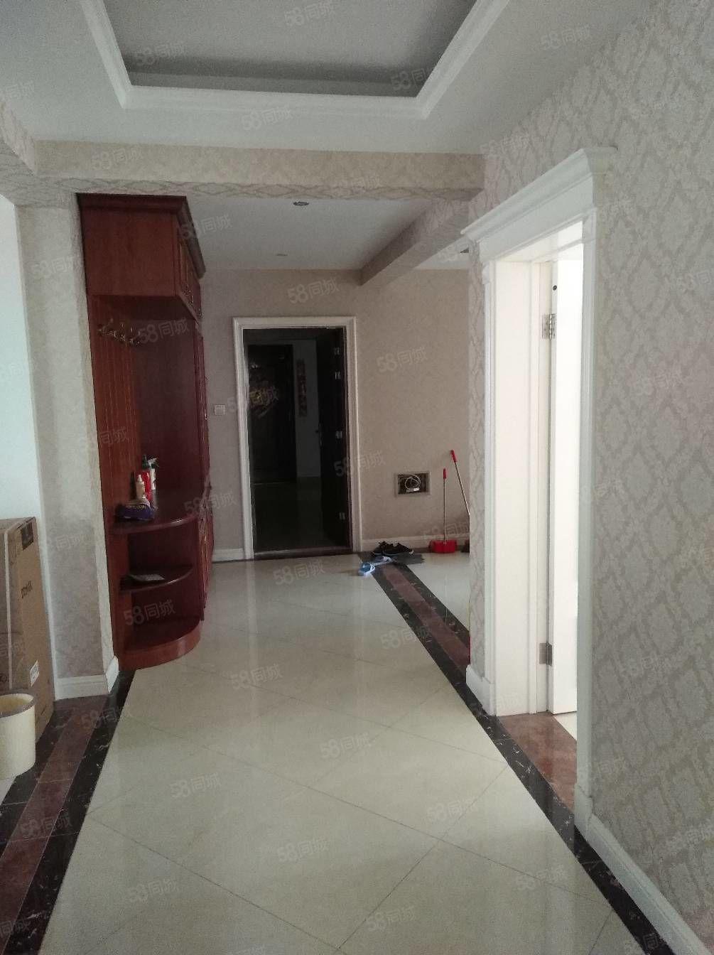 新房精装修,拎包入住,家具齐全。,要的速度好还不等人。