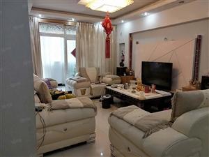 润泽苑小区3楼住房出售精装带家具
