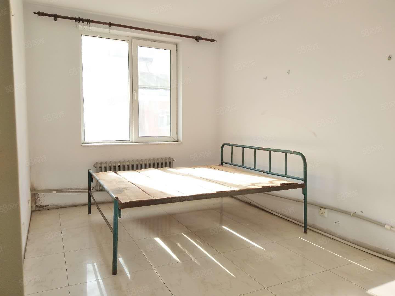 市府广场北侧南园小区140平米5室2卫适合做员工宿舍
