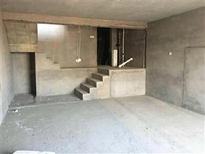 买便宜别墅了。超大面积320平米,车库,阳光房,小院。价钱低