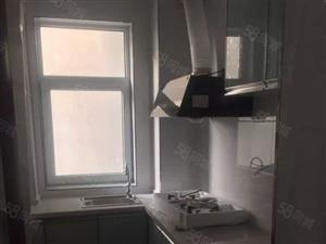 金鹏公寓大三居出租有家具无家电价格可以商量半年起租。