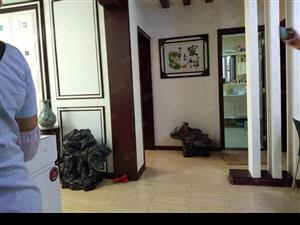 东方明珠花房主诚售,低层精装房,送全部透新家电家具,房型极好