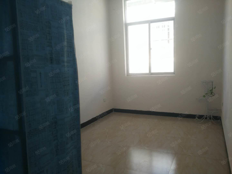新城区两室出租,五楼,租金541