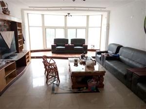 望海花园,160平3室2卫1楼年租1.6W