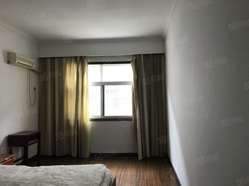 舒苑新村一楼3室2厅中装有院子停车方便