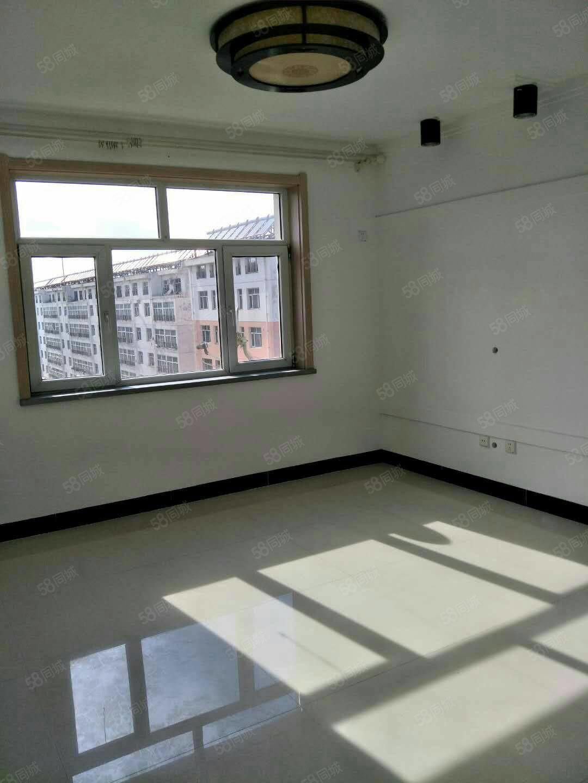 出售L区六跨七,140平米,位置好,户型好。大家庭首选