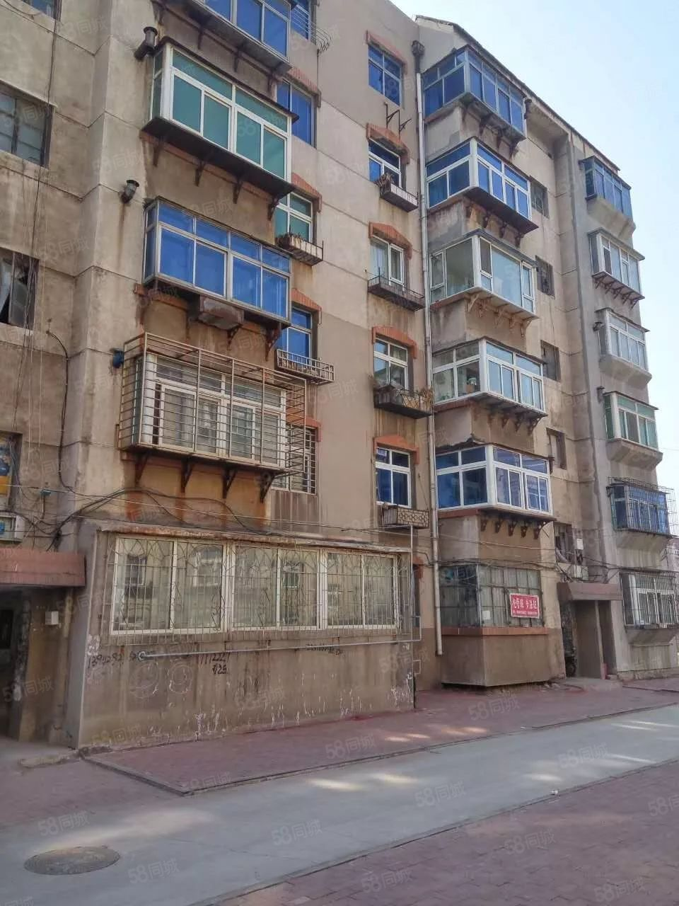 双室楼房6层年租租金2000元(不含取暖)