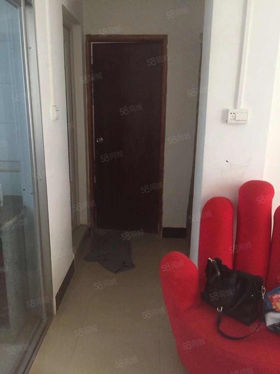 阳东东润市场附近兴宁小区两房两厅非常新净过五唯一