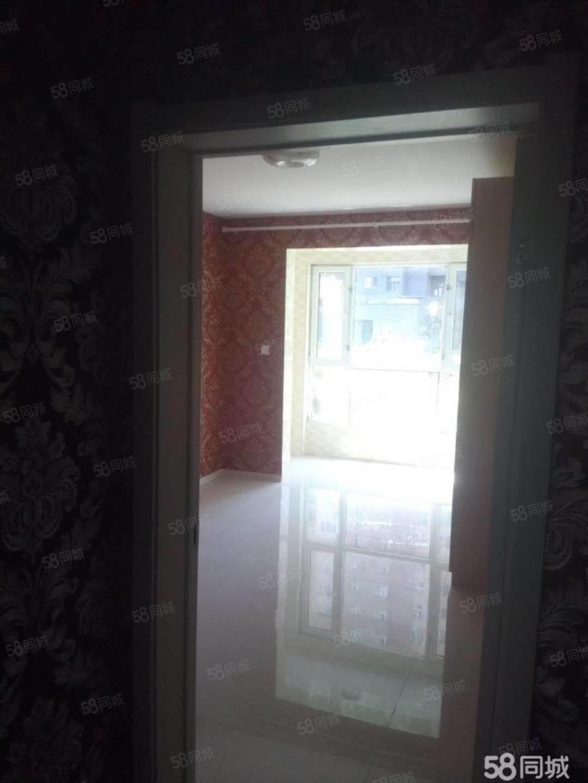 文博苑96平米一层65万南北通透中装房本一年可贷款