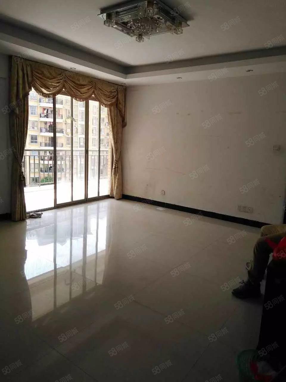 出租御景华城简单装修3房2厅,空房出租,性价比高