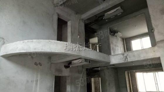 车站南路桂花城别墅260平毛坯3/4楼160万包后期包更名