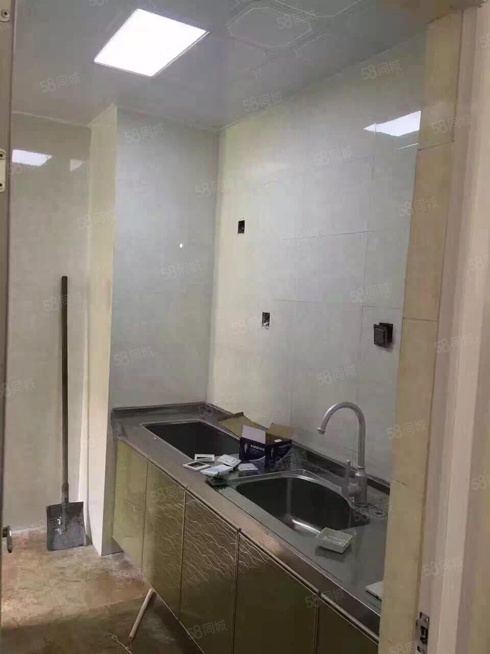 建设路上城公馆优质中档1室1厅1卫1阳台