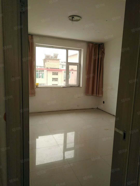 铁合金宿舍60平米2居室中等装修1层22万大红本可过户
