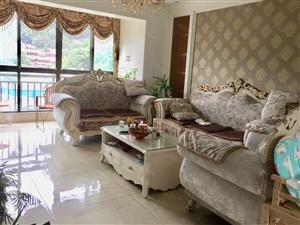 新月半岛三室二厅111平方高档装修76.8万出售
