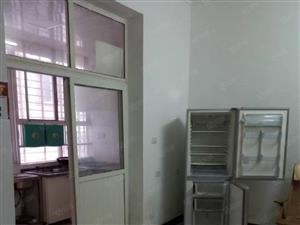 邮政小区两室一厅,中装修家电齐全。