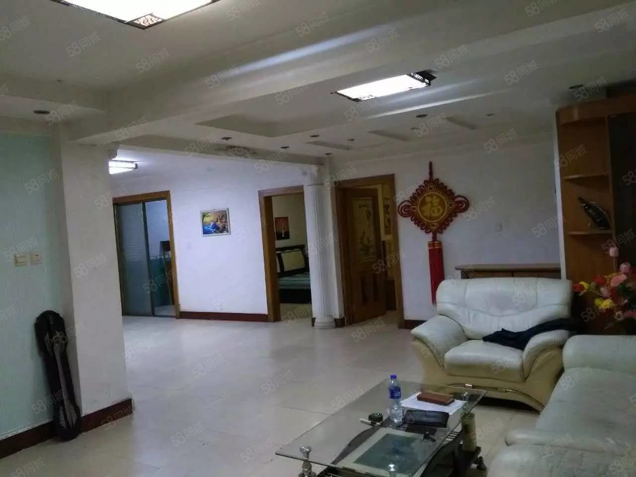 铁福园三室二厅126平1层中等装修前后开门年租金16000元