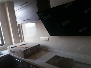 观澜国际,精装修4房,新装修为入住。新装出租