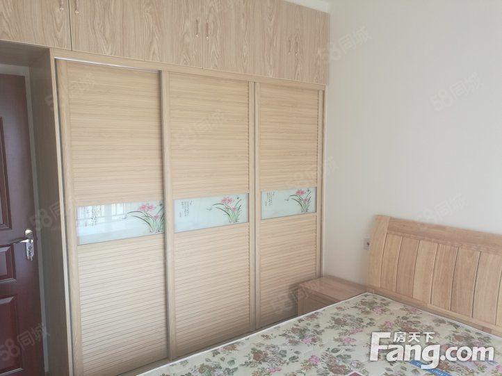 地铁口卧室两空调采光好家具家电齐全
