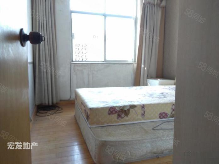 好房型,区调队700元2室1厅1卫中装,先到先得