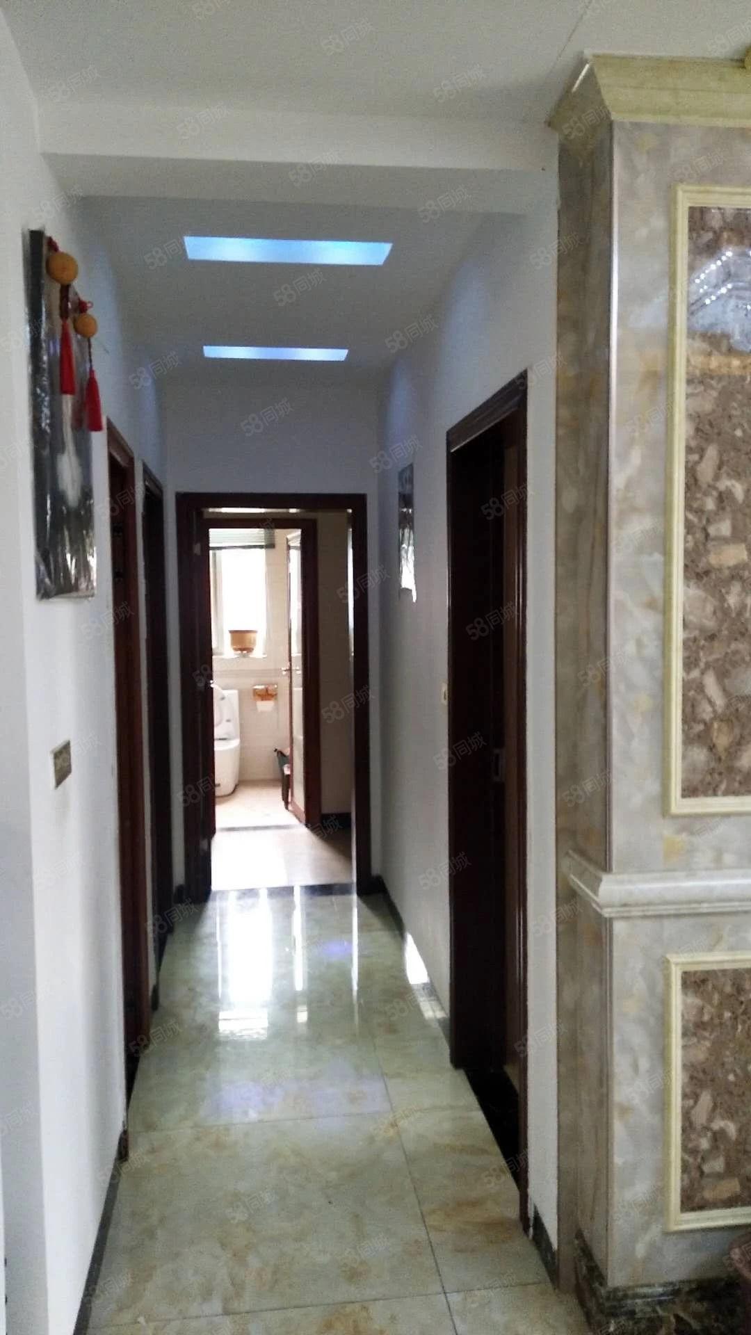 金鳞半岛三室两厅精装修套房带2阳台可按揭关门卖