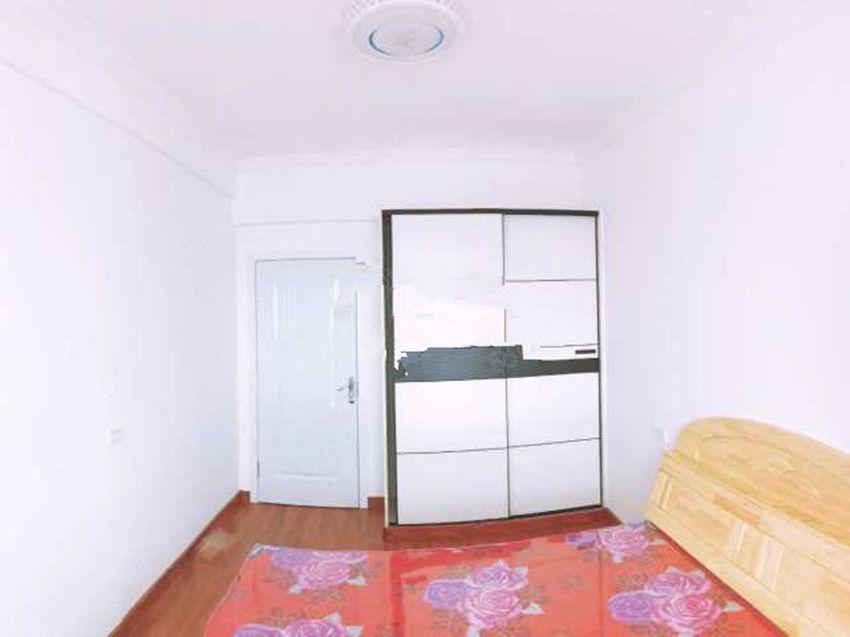 银河广场精装3室家具家电齐全包取暖物业电梯拎包住
