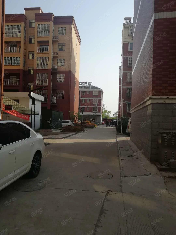 三中南门口潜水河畔精装修小公寓