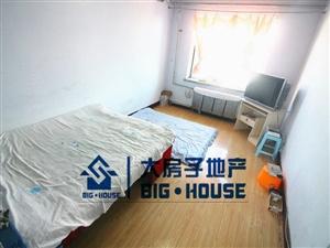 重庆路夜市附近东西通透七楼屋里干净单价2100