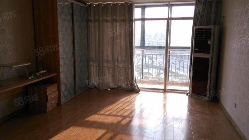 一室一厅公寓出租,简单家具,拎包入住。