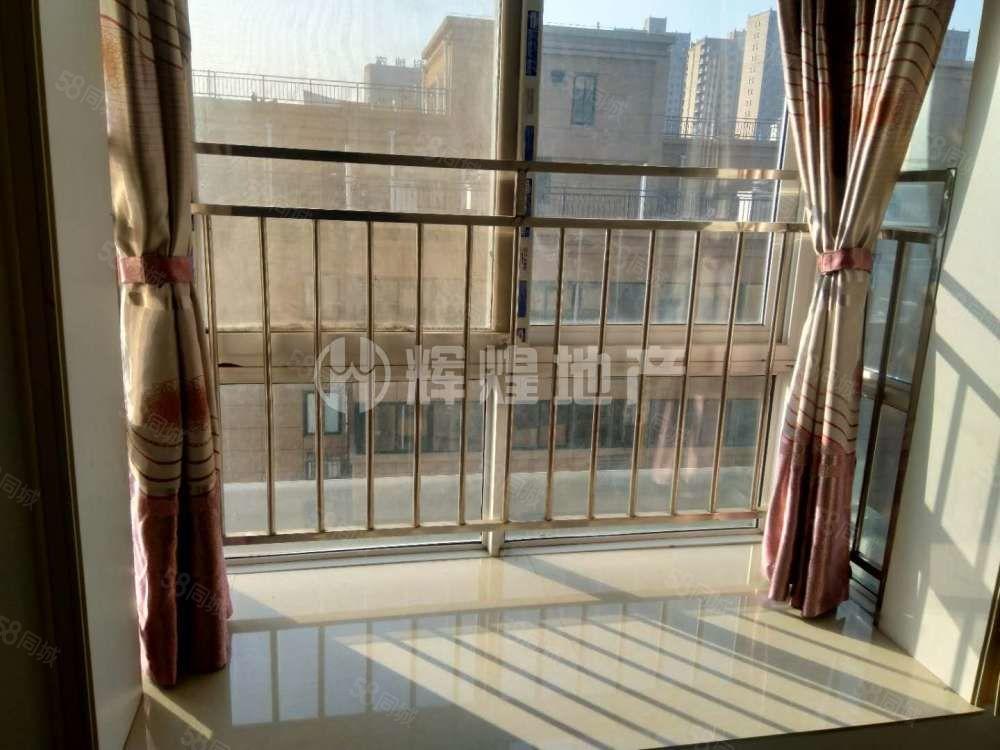 东景国际随时看房家私齐全2000一月