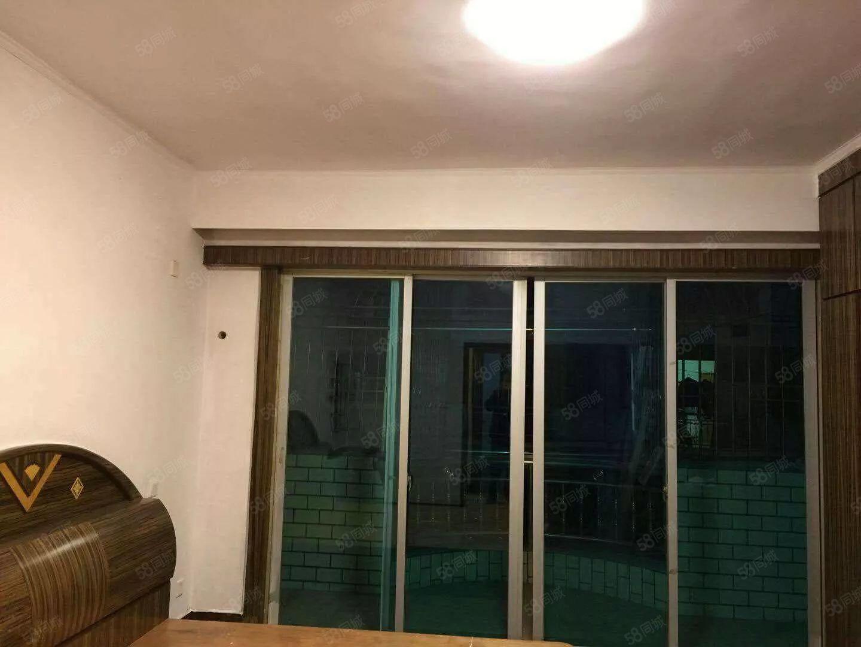 泰怡园两房二厅一厨一卫环境好,楼层高层,中等装修,