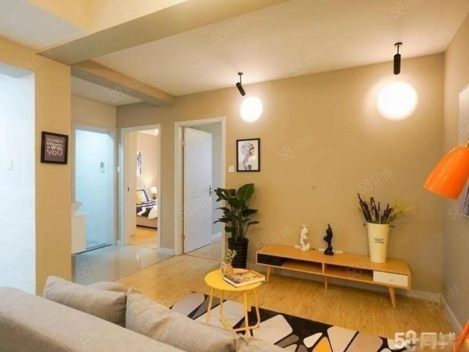 碧城云庭2300元1室2厅1卫精装修,家具家电齐全,急