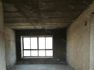 东郡岚苑电梯三加一户型。楼层好。四代同堂都不是问题