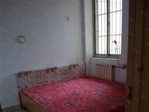 位于淄博路东华阳小区,3楼二室一厅,