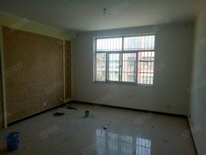 银山小区中间楼层110平新装修三室两厅带储藏室33万
