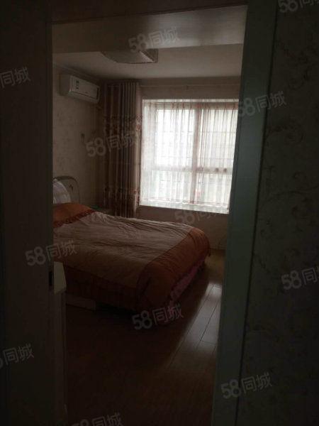 巴黎华庭2楼舒适两室,精装修送家具家电,过户费低,房东急卖!