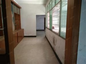 铅山海燕照相馆附近大面积三室两厅两卫