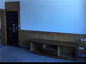 珠宝街旁三室两厅一卫103.57平米简装步梯房