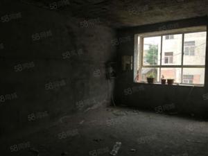东湖北路景观毛坯房,2至4层毛坯房,户型好,地段好。