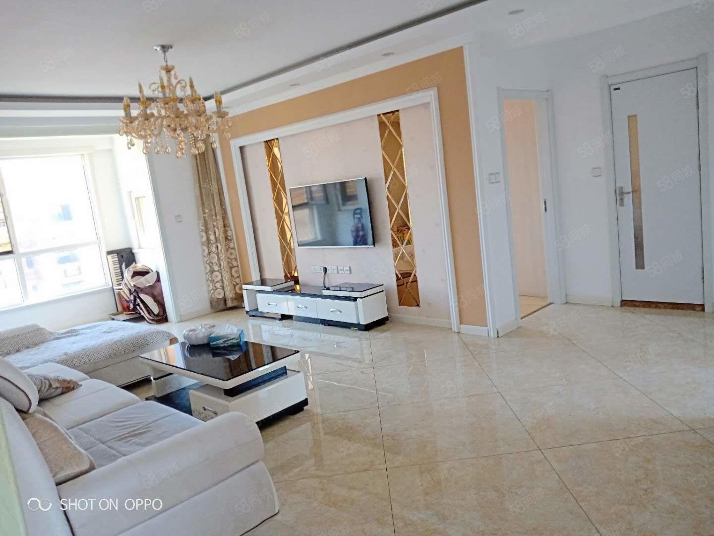 首创象墅2500元3室2厅1卫精装修,干净整洁,随时入