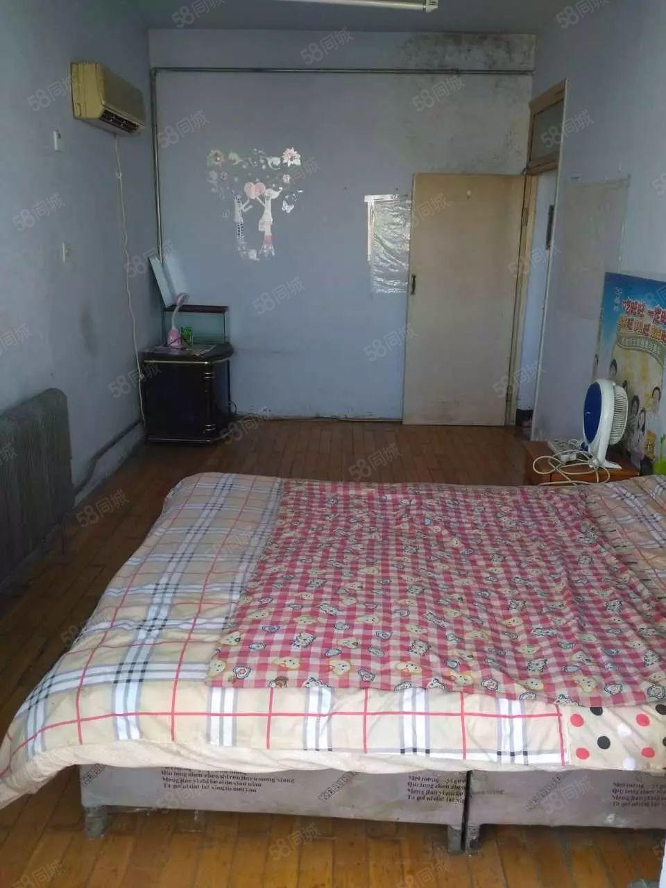 出租乐购后身一室一厅400每月干净